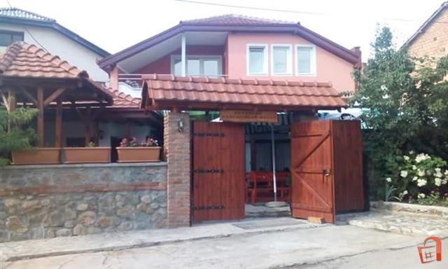 Кука ресторан со тераса во Берово